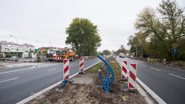 Na Trakcie Brzeskim będą nowe światła, chodnik i przystanek