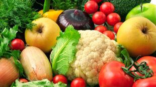 W lodówce czy poza nią? Gdzie przechowywać owoce i warzywa