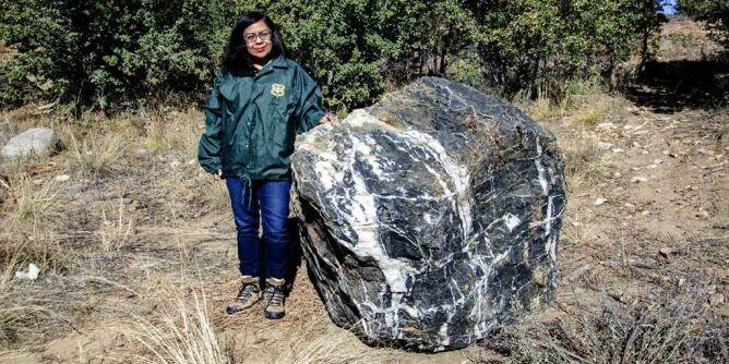 """""""Kamień Czarodzieja"""" waży około tony. Zniknął, a po miesiącu wrócił na miejsce"""