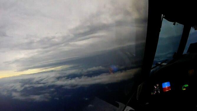Łowcy huraganów wlecieli w oko Irmy