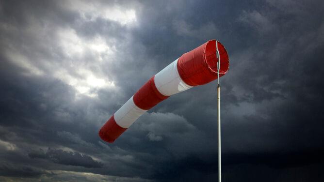 Uwaga na silny wiatr. Ostrzeżenia IMGW