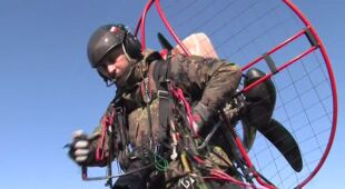Paralotniarze w służbie straży pożarnej (TVN24)